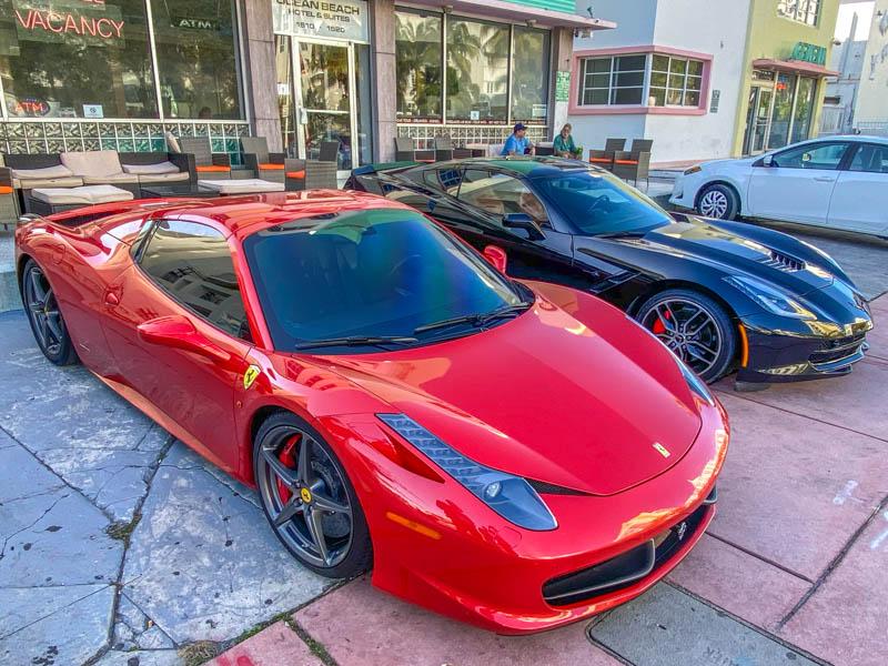 Ocean-Drive-Ferrari-Corvette-800px-20200219-IMG_2429